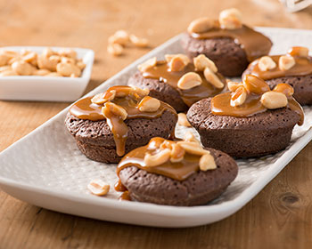 recipe image Mini brownies met pinda's en karamelsaus